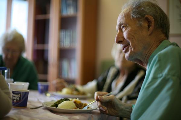 Hemlagad mat som äts gemensamt i hemtjänsten